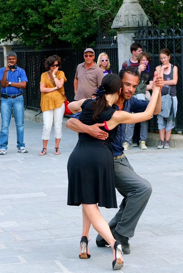 Street tango at Notre Dame