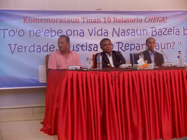 Seminar to mark 10th anniversary of Chega!, Palacio Presidencial, Dili, 13 Nov 2015.  L-r: Jacinto Alves, Prime Minister Rui de Araujo, Guilherme Caiero.