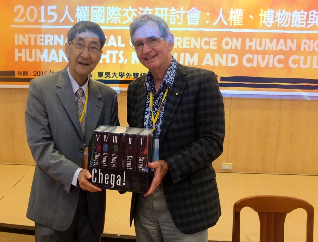 Pat Walsh presents Chega! to Prof Mab Huang, University of Soochow Centre for the Study of Human Rights, Taiwan, 16 Nov 2015.